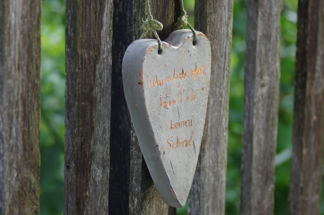 kunstvolle & verspielte Details Ruinengarten-Bio Bauernhof Leitenmüller