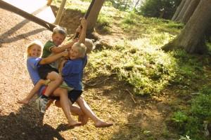 Am Spielplatz mit Seilrutsche - Bio Landurlaub Leitenmüller