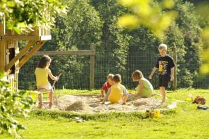 großer Spielplatz mit Sandkiste - Bio Bauernhof Leitenmüller