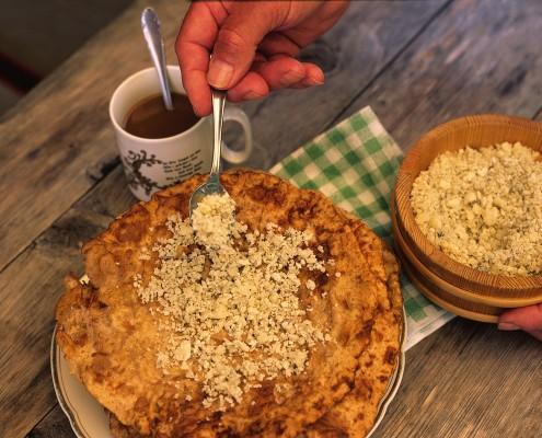 traditionelle Krapfen auf den Hütten & Almen-Bio Bauernhof Leitenmüller